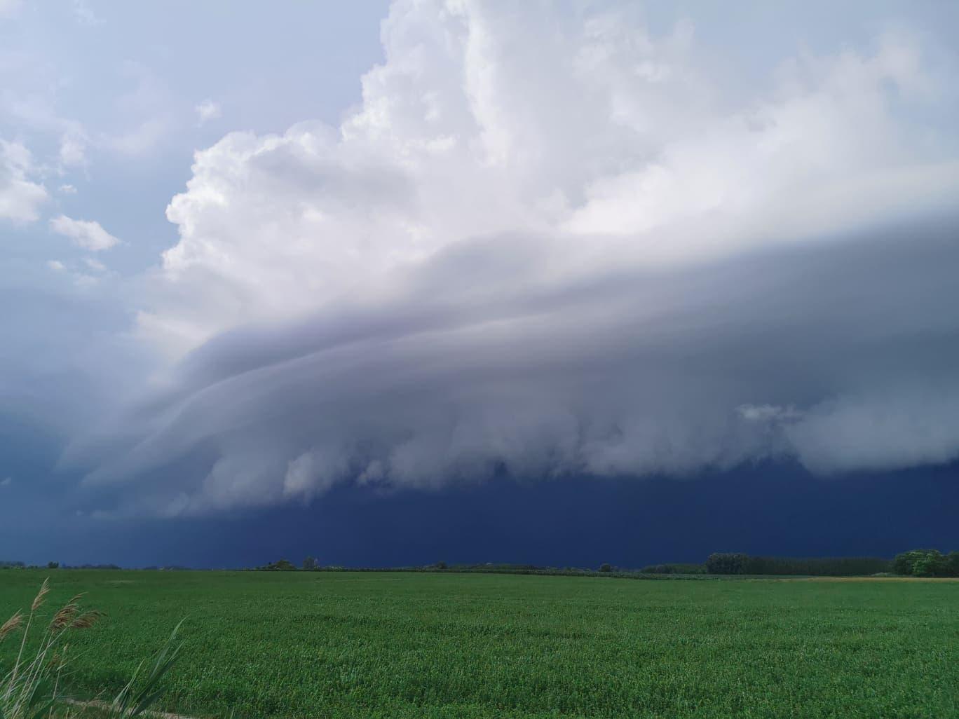 A zivatarok villámárvizet okoztak Kecskeméten, 2020.06.17-én.