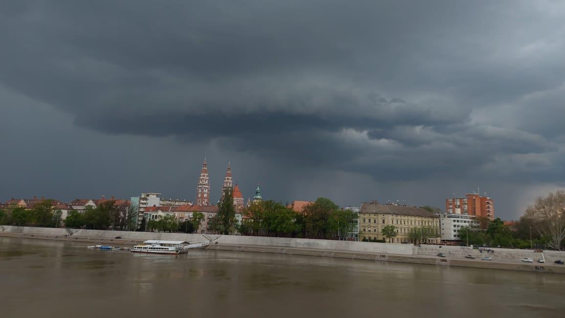 Budapest környékén egymást érik a zivatarok! 4