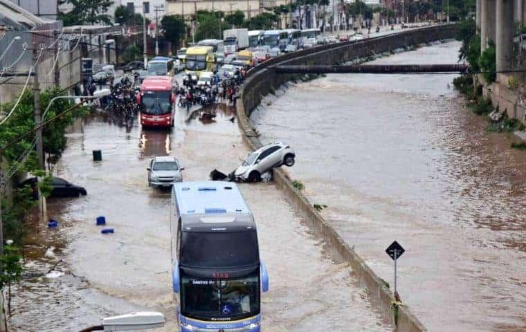 Hihetetlen árvizes videók Brazíliából! 9