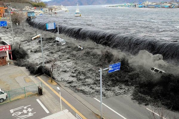 Cunami-riadó Japánban! 8
