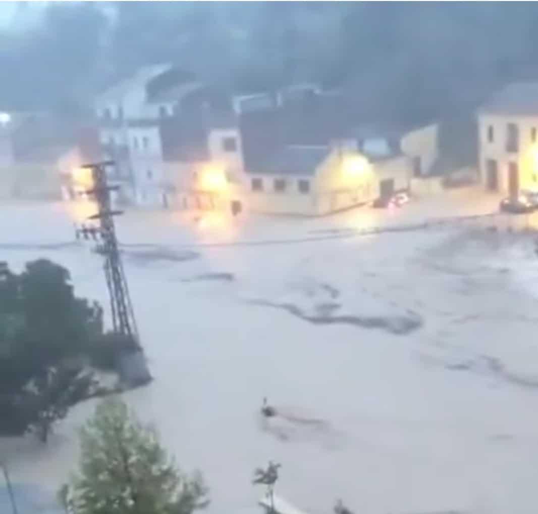 350mm csapadék és brutális árvíz Spanyolországban!(Videók) 3