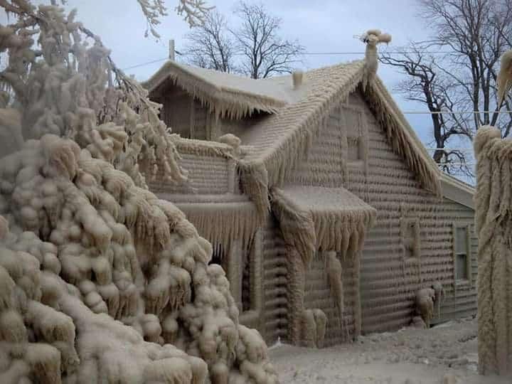 Az Erie-tó jégbe zárt házai! Félelmetes!
