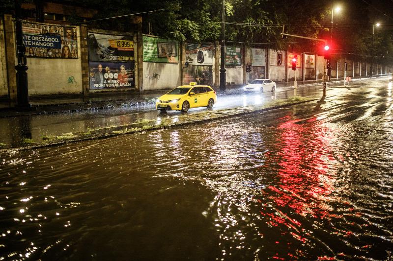 Órákon belül: özönvízzel kísért viharok jöhetnek, villámárvíz! 8