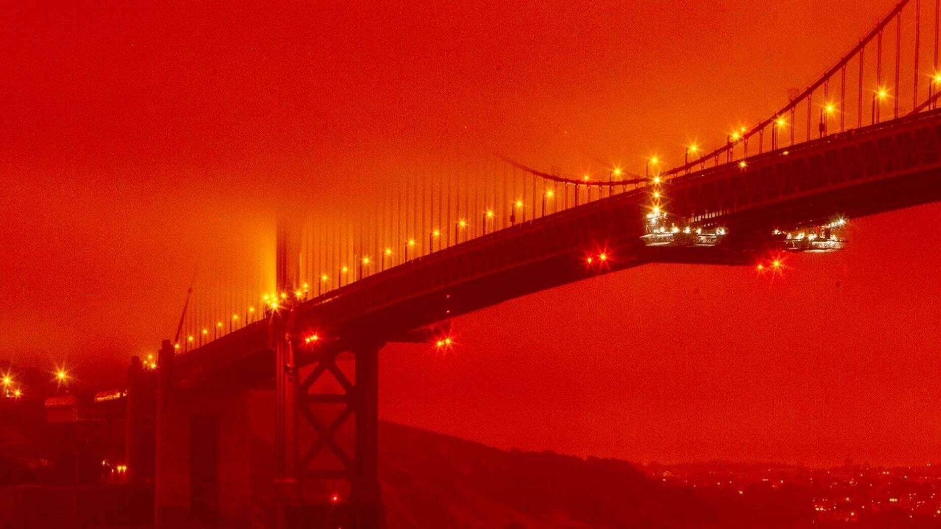 Füstben San Fransisco, a bozzótüzek füstje elérte a várost