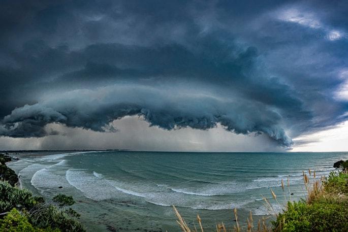 Orkán erejű szél Fonyódon! 132,5km/h széllökés! 😱 5