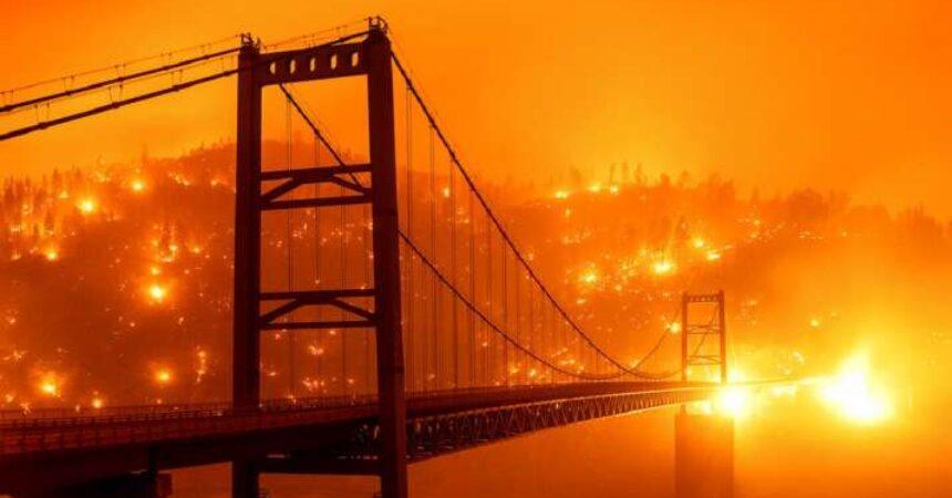 Tombol a bozóttűz az USA nyugati partján, a nagyvárosok fuldokolnak a füstben! 1