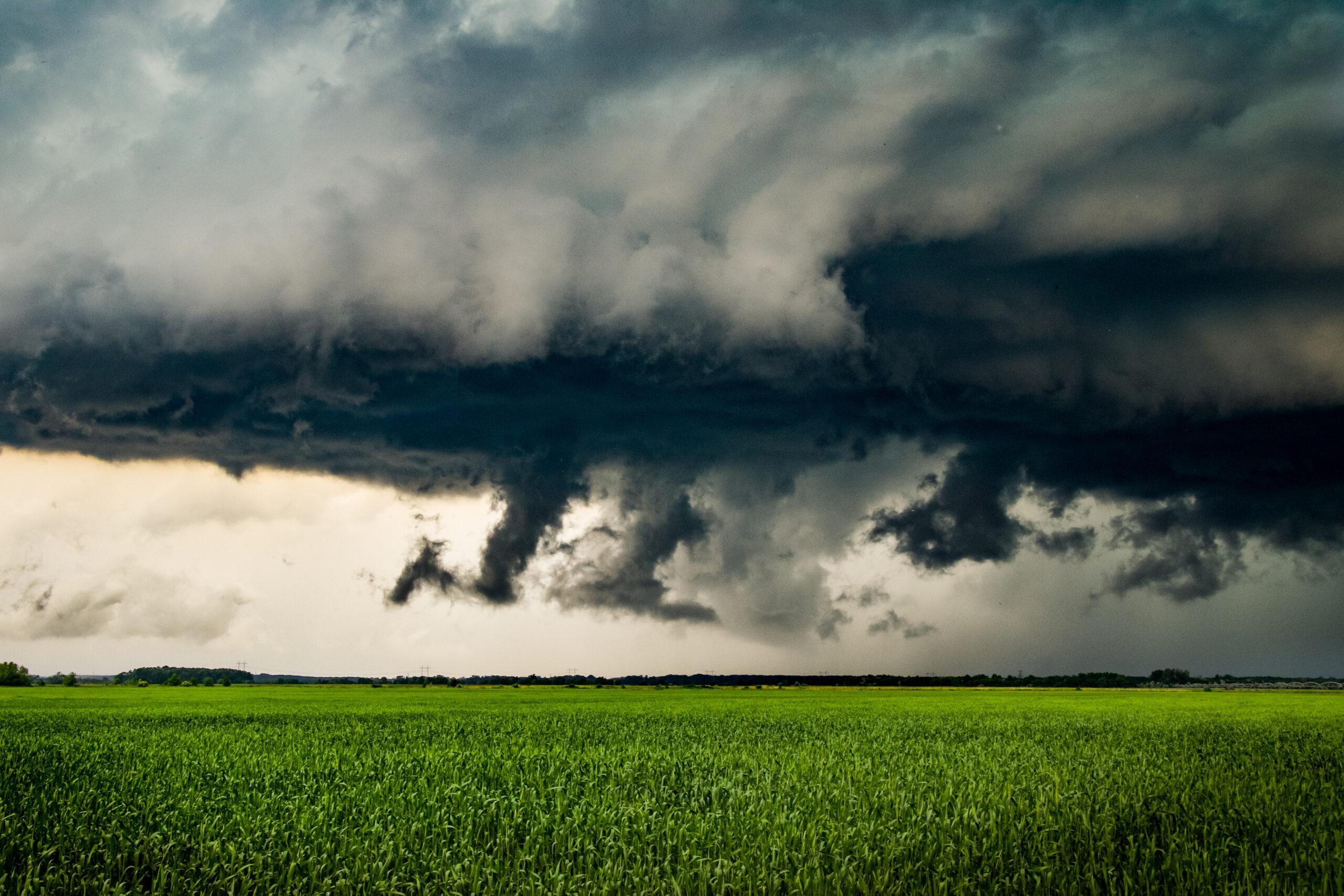 Ma: keleten elszórt zápor, zivatar, felhőszakadás! 1