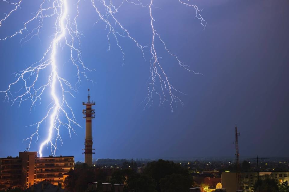 Éjszaka zivatarrendszer érkezik: özönvíz, viharos szél! 7