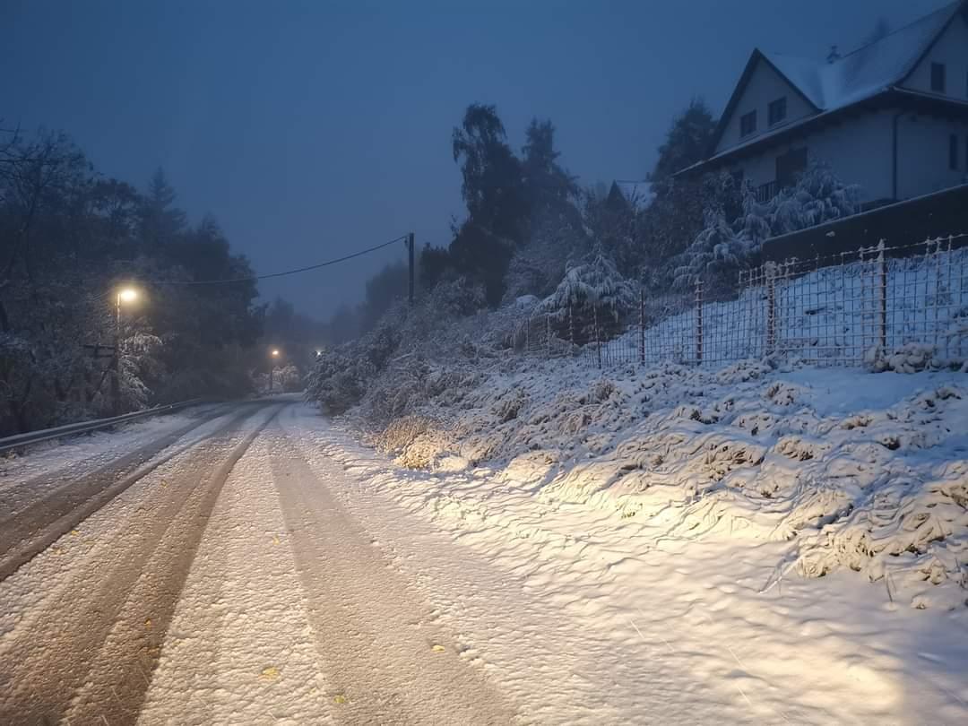Gyarapszik a hóréteg a Kékesen! Elsőfokú figyelmeztetést adott ki az OMSZ havazásra. 1