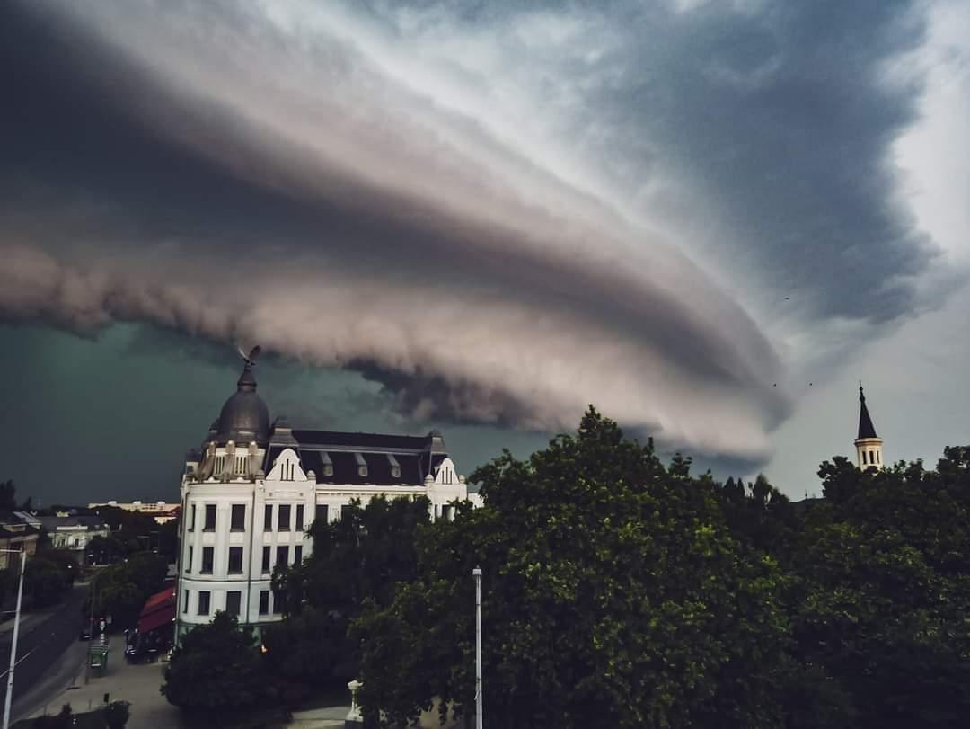 Zivatarrendszerek, heves zivatarok: 100km/h-s szél, felhőszakadás! 8