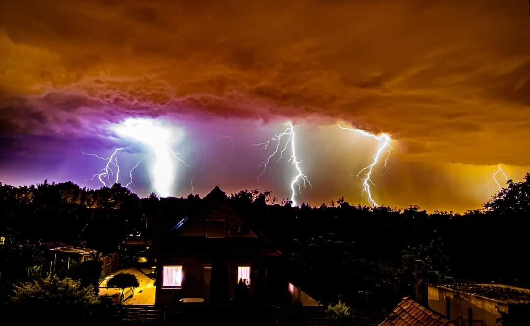 Érkezik a markáns hidegfront: lehűlés, heves viharok, viharos szél! 10