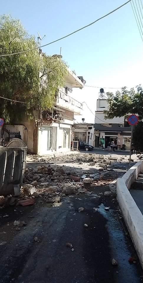 Friss: összeomlott iskolák, bent ragadt emberek!(Képek) 2