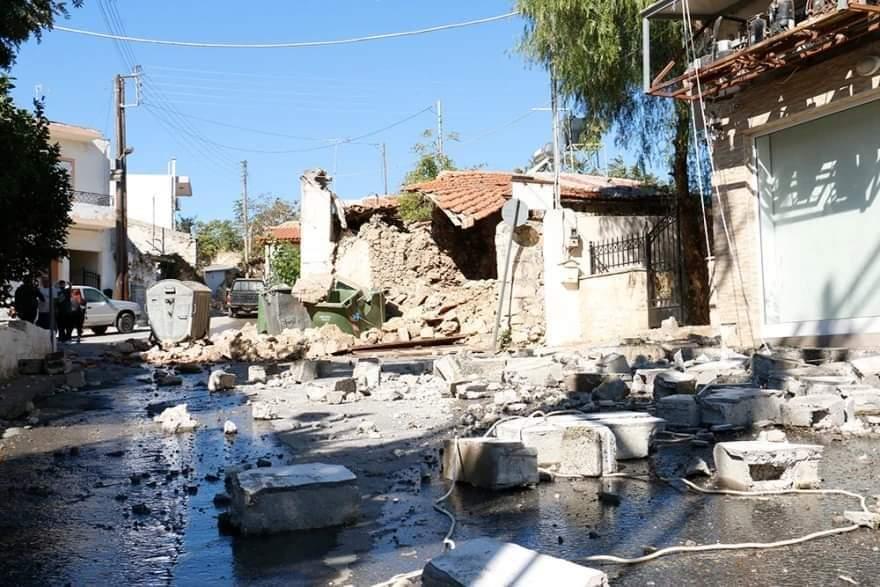 Friss: összeomlott iskolák, bent ragadt emberek!(Képek) 4