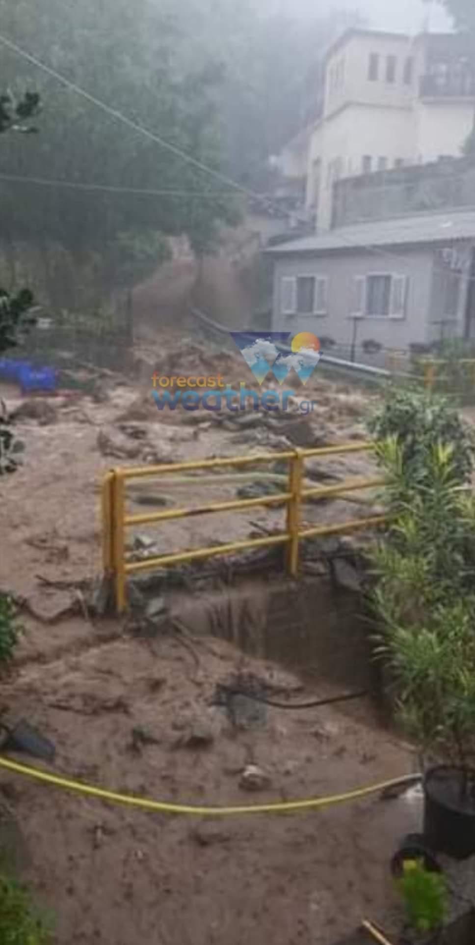 Hatalmas a pusztítás, eltűntek, 723mm eső Görögországban! 2