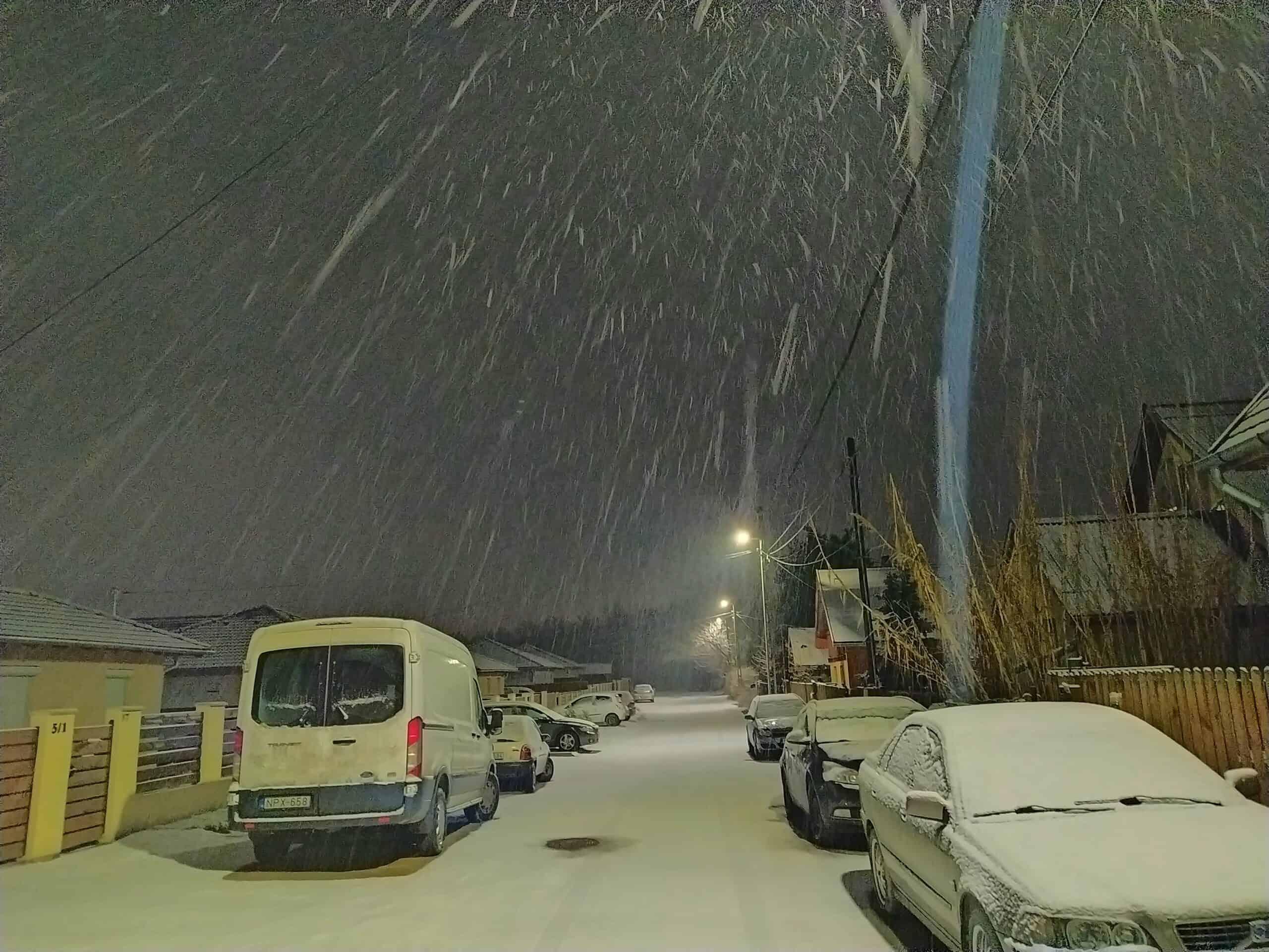 Szakadó havat hozott az éjjel többfelé, Szigethalom is szépen kifehéredett! 9