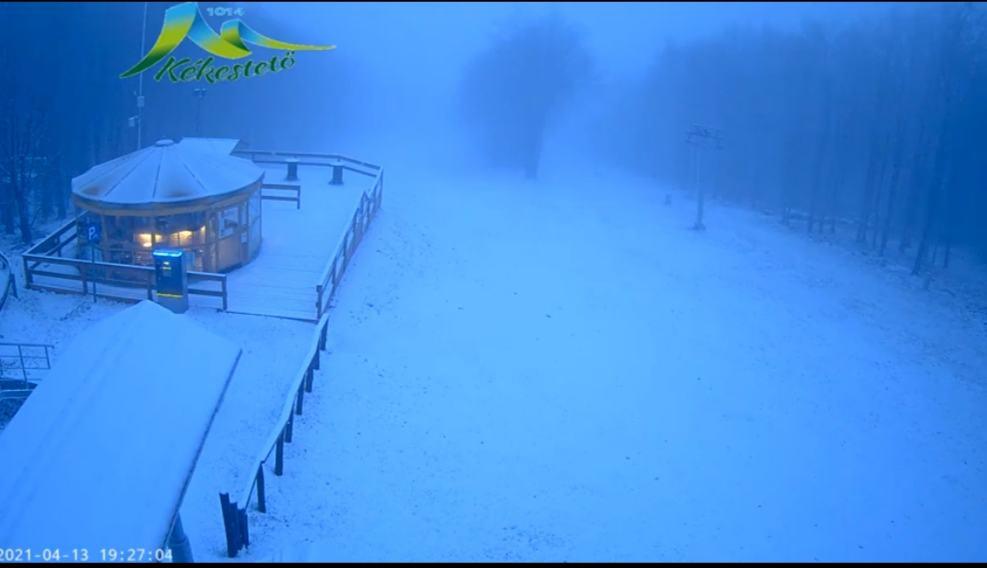 Ömlik a hó Kékestetőn! Fehéredik a táj! 8