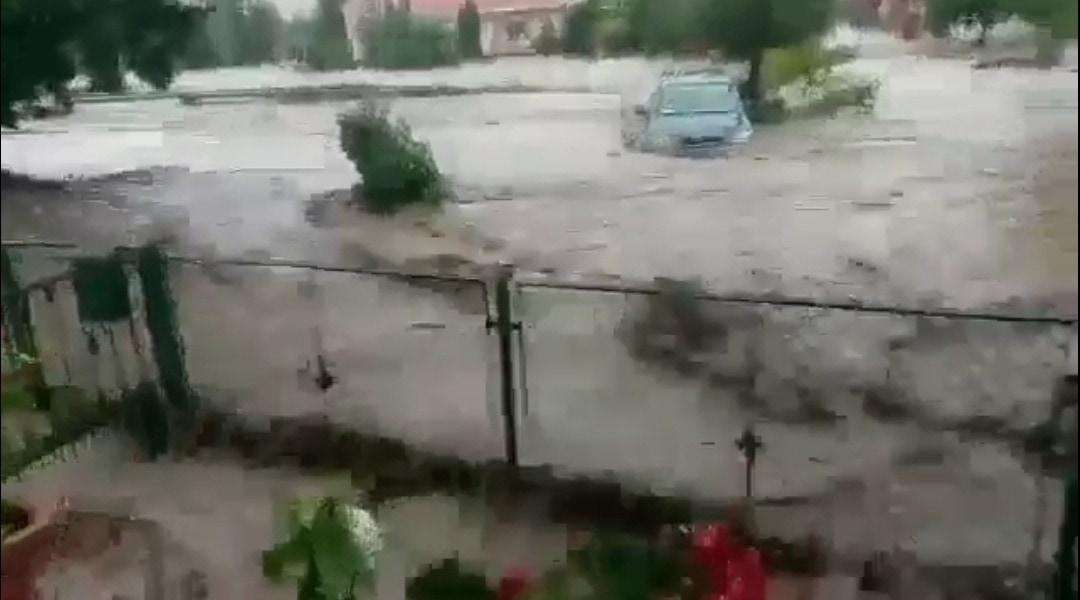 Villámárvíz okoz katasztrófaállapotot Fejér megyében! Gyúró víz alatt!(Videó) 5