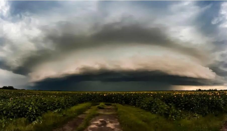 Szupercella a határon: felhőszakadás, viharos szél, jég kísérheti! 4