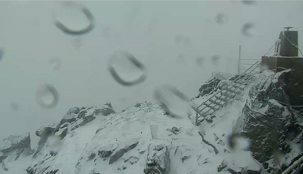VIDEÓ: Kifehéredtek a hegyek, szakad a hó északi szomszédunknál! 3