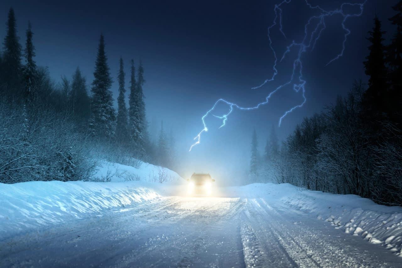 Estétől havazás kezdődik nyugaton, holnap délután zivatarok, hózivatarok is lehetnek! 9