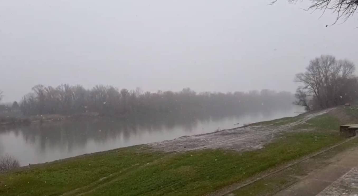 Gyönyörűen havazik Szegeden! - Élő videóval! 4