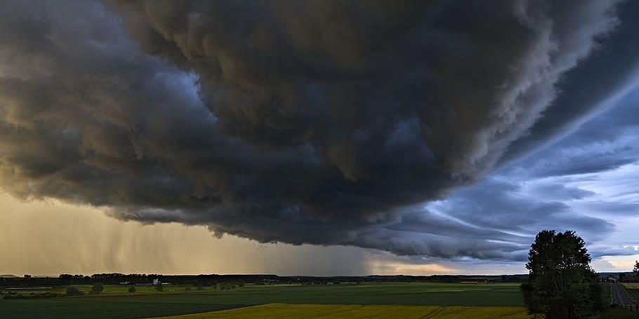 Figyelem, heves zivatarok érkeznek! - Felhőszakadás, jégeső, viharos szél várható! 9