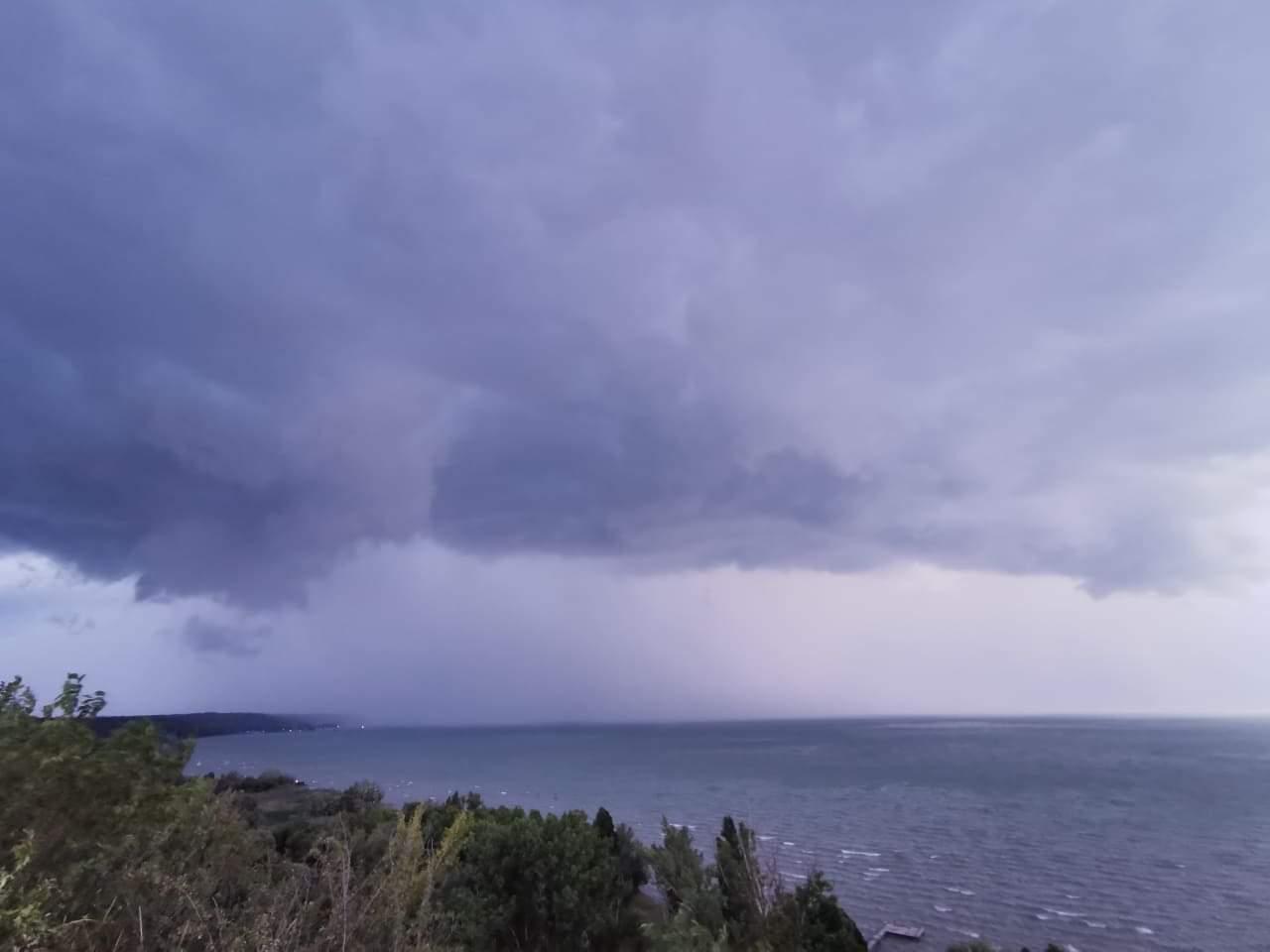 Heves zivatarrendszer a Balatonon: özönvíz, szélvihar! 3
