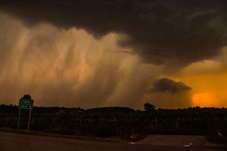 Következő órák: viharok, felhőszakadás, 50-60 mm eső, jég, szélvihar! 1