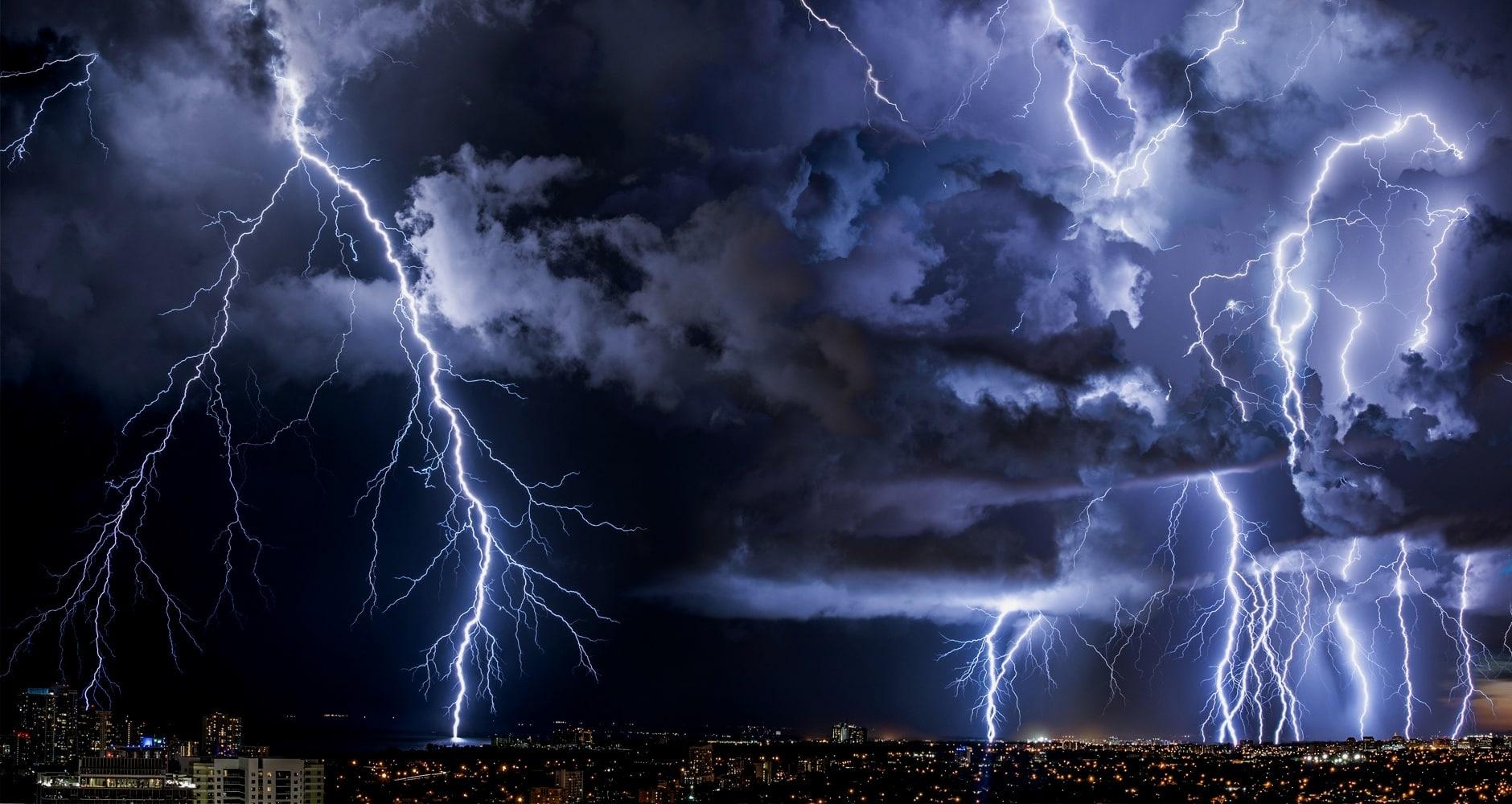 Este jöhetnek a zivatarok, felhőszakadással, jégesővel! 1